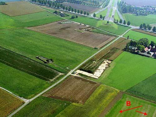 Moortelweg; N38 across top; Crossroads Farm rightt.
